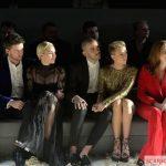 показ мод 2015, скарлетт йоханссон, одежда скарлетт йоханссон, оскар 2015, скарлетт йоханссон 2015, скарлетт йоханссон и ее муж, скарлетт йоханссон и ее семья, скарлетт йоханссон на показе мод, скарлетт йоханссон, scarlett johansson