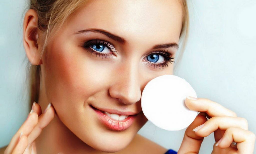 Чем снимать макияж с ресниц