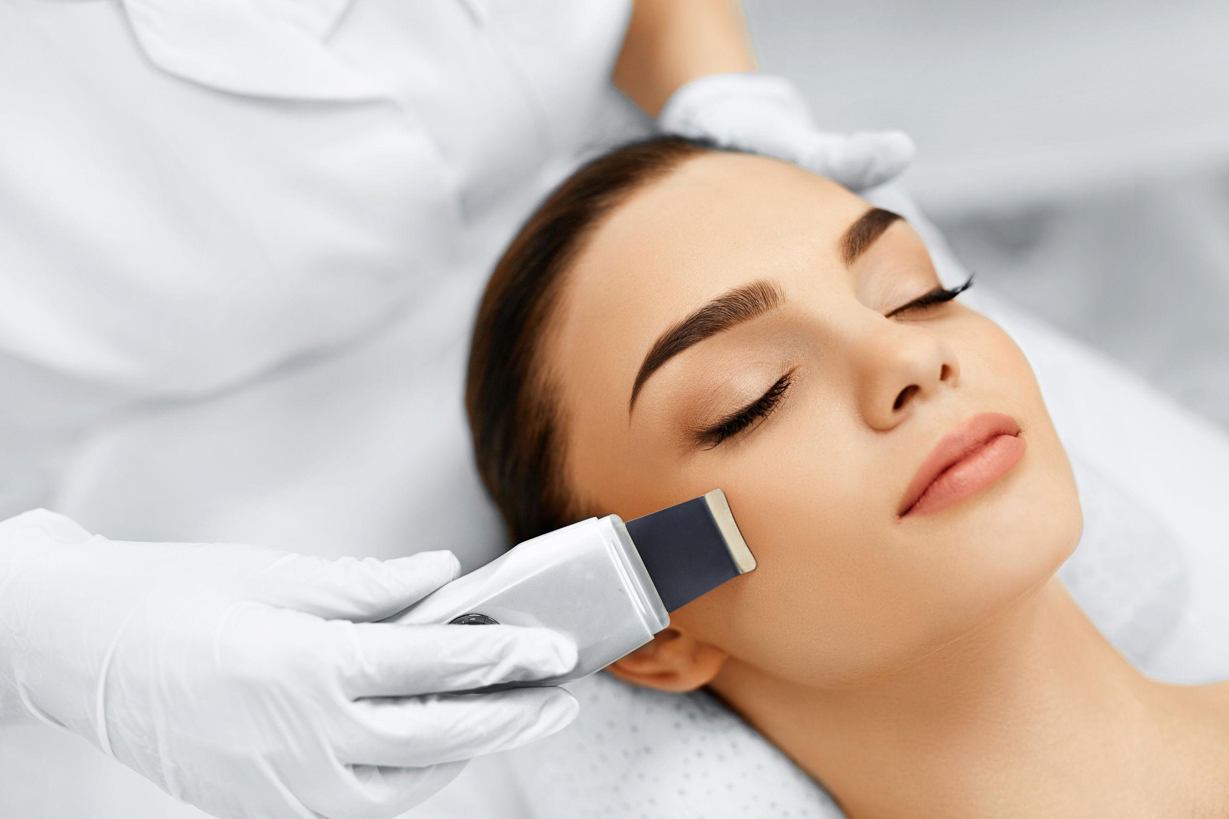 Что такое ультразвуковой аппарат для чистки лица?