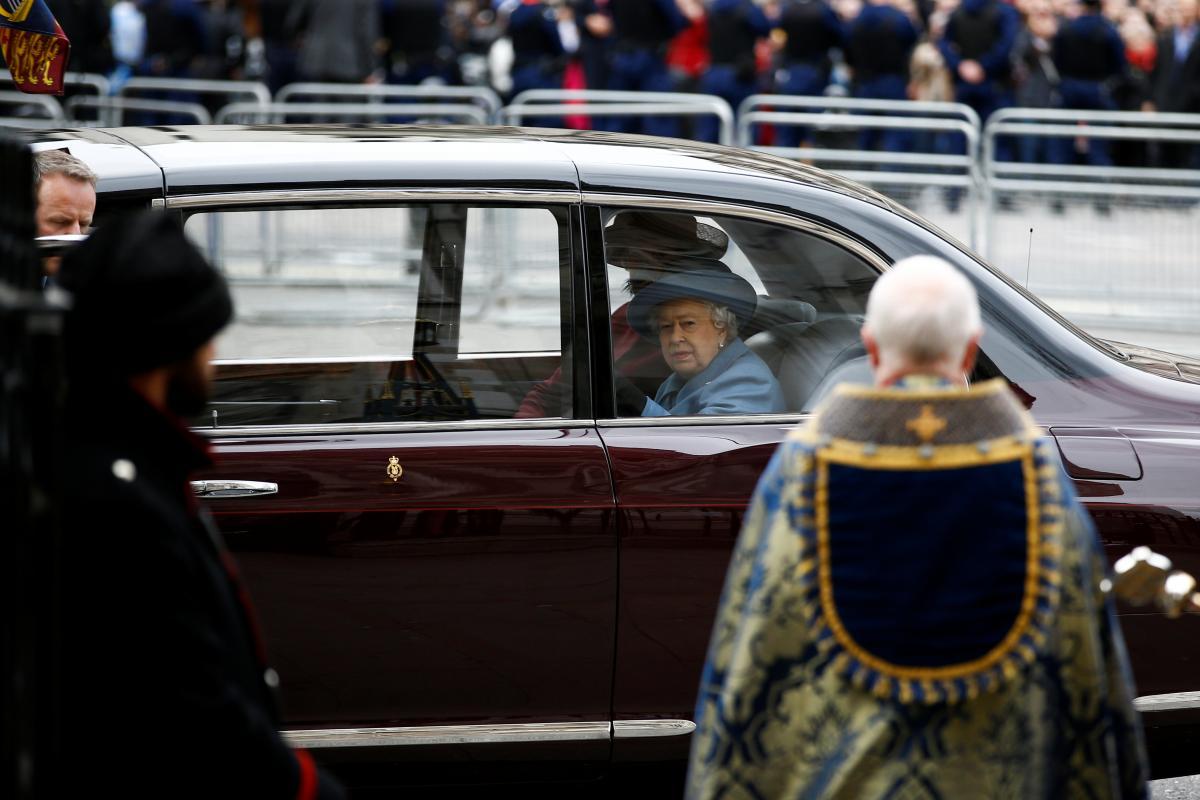 Елизавета II не появится на публике до осени 2020 года – СМИ